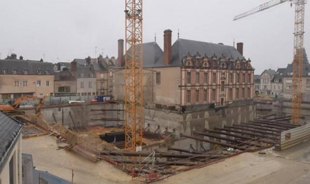 Chartres l administratif en pole du budget radio for Piscine de chartres