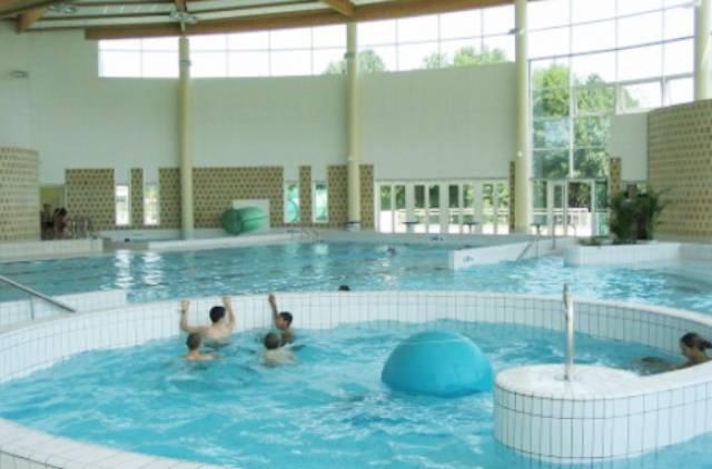Nogent le rotrou les bassins ext rieurs d 39 aquaval for Piscine aquaval